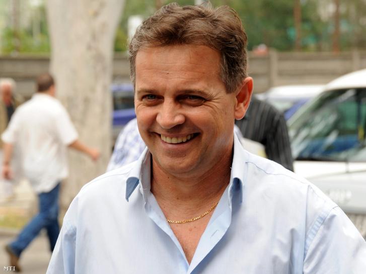 Baranyi Sándor a Szeviép Zrt. igazgatósági elnöke megérkezik a cég harmadik csődegyezségi tárgyalására 2010. július 27-én