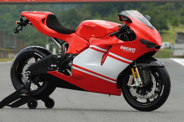 Ducati Desmosedici RR: Csak annyit írok: Monica Bellucci