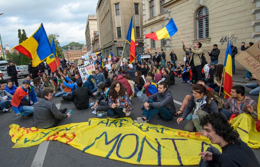 A bánya megnyitása ellen tüntetők Brassóban 2013 szeptemberében.