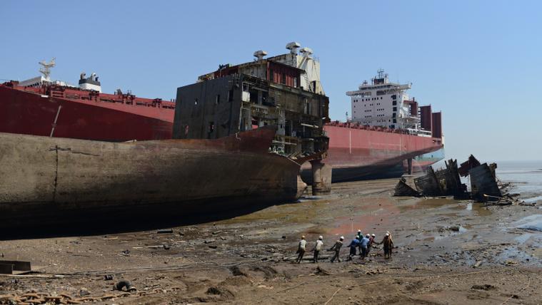 Mi történik egy 50 ezer tonnás hajóval, ha már senkinek sem kell?