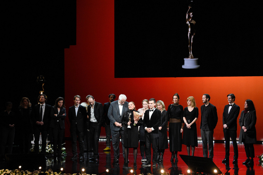 A legjobb játékfilm díját elnyert Akik maradtak stábja az 5. Magyar Filmdíj-gálán