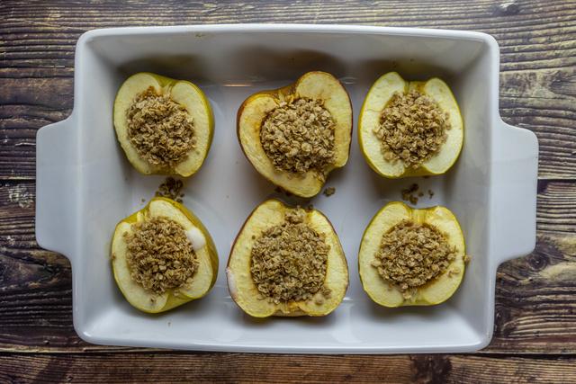 A zabpelyhes sült alma tökéletes választás reggelire vagy uzsonnára.