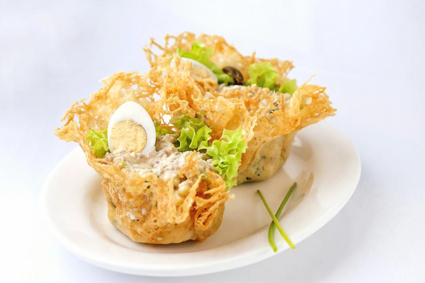 Különleges, ehető sajtkosár egyszerűen: ebben tálald a salátát
