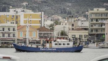 Megakadályozták egy mentőhajó kikötését Leszboszban