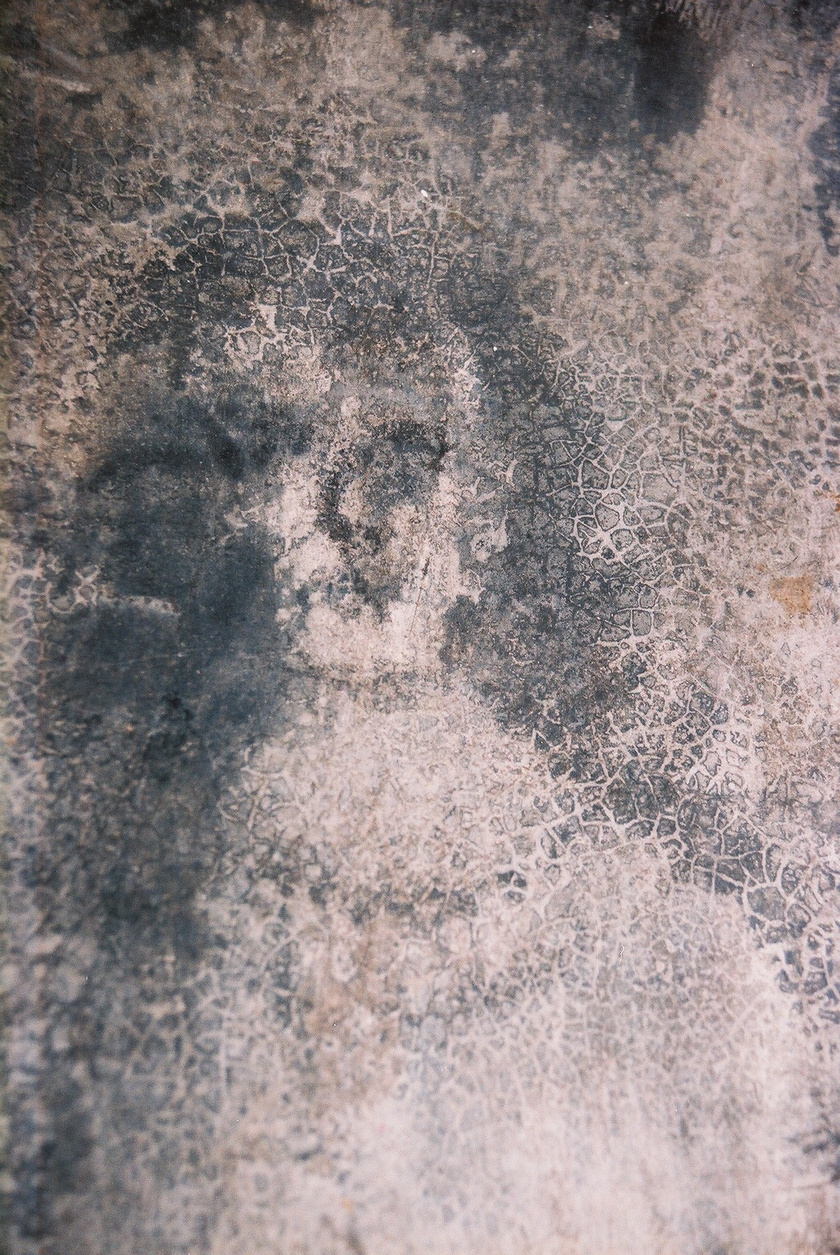 Az alig több mint 2 ezer főt számláló Bélmez de la Moraleda községe Spanyolországban, Sierra de Mágina tartományában található. Mára már csak két arckép kivehető a legendás spanyol házban. Az 1992-es képen lévő arc mára már szinte teljesen elmosódott.