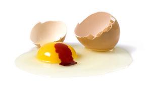 Ezért van időnként vér a tojásban