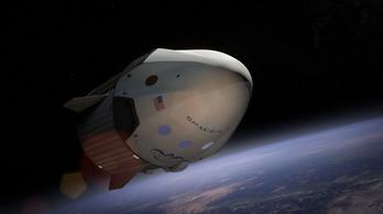 Három űrturistát vinne a Nemzetközi Űrállomásra jövőre a SpaceX