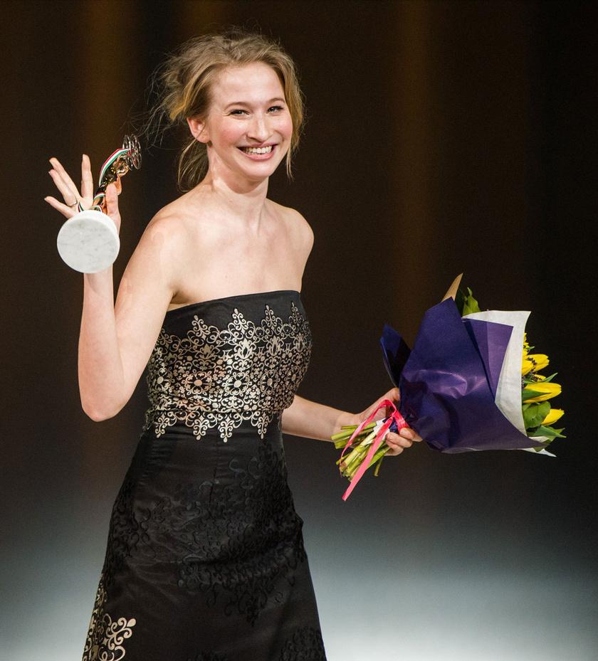 A legjobb játékfilmes női mellékszereplő díjával kitüntetett Tenki Réka a 3. Magyar Filmdíj gálán