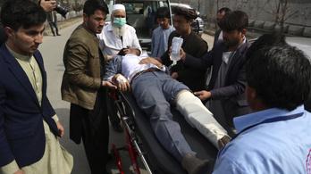 Nőket és gyerekeket öltek meg az emlékünnepségre támadók Kabulban