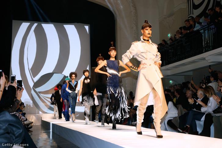 Jean-Paul Gaultier 2018-as nyári kollekciójának bemutatója Párizsban