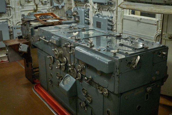 Az Admiralty Fire Control Table, azaz az admiralitás tűzvezető asztala, egy analóg számítógép, bár érthetőbb lenne, ha külön írnánk: egy bonyolult, sokváltozós számítást elvégző gép