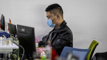 Koronavírus: szólhatok a főnöknek, hogy küldje haza a köhögő kollégám?
