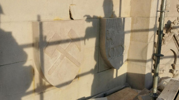 Korábban lemaradt címereket tesznek fel a Parlamentre