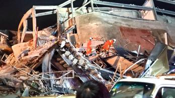 Összeomlott egy karanténnak használt szálloda Kínában, hetvenen rekedtek a romok alatt