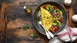 Így indulhat a reggel egy mexikói hangulatú fogással: reggeli omlettwrap zöldségekkel és füstölt sajttal