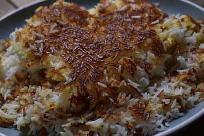 Ilyen lesz a rizs hagyományos iráni módszerrel: sáfránytól illatos és ropogós kéreg sül köré