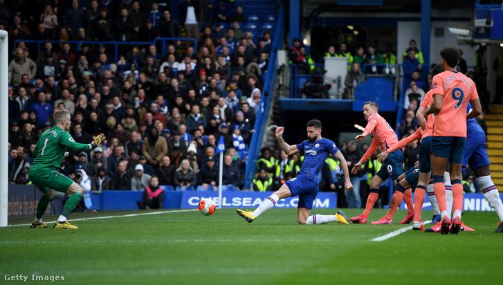 Oliver Giroud szerez gólt az Everton ellen