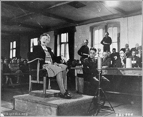 Ilse Koch a bíróság előtt.