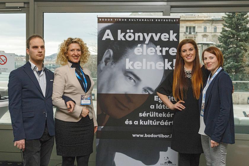 Helle Maximilian alelnök, Puskás Kata Szidónia, Polyák Rita énekesnő és Soóky Renáta elnökségi tag.