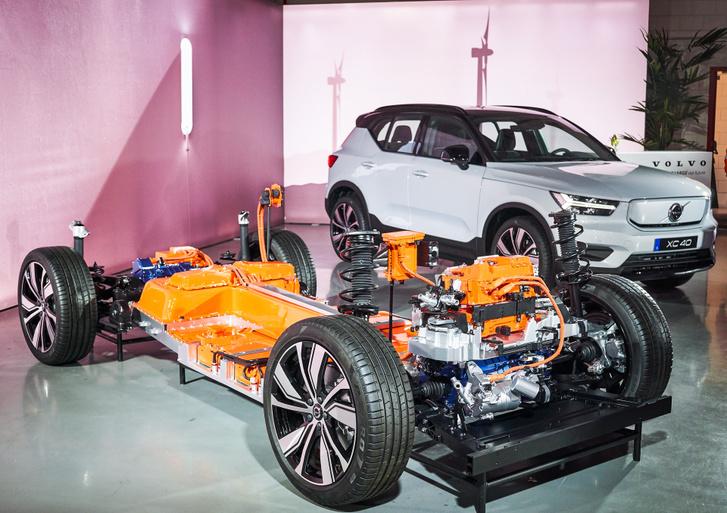 Az elektromos hajtáslánc hasonlóan néz ki, mint a Porsche Taycané, mert itt is hajtott mindkét tengely