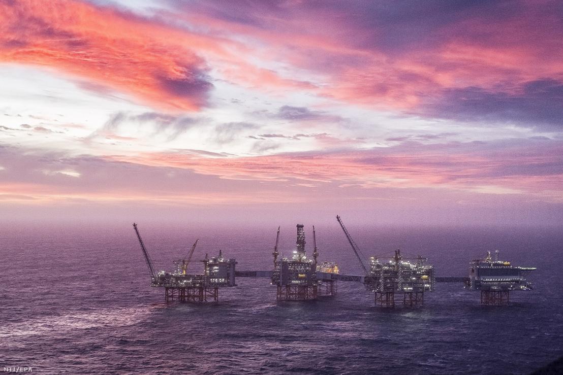 A Johan Sverdrup olajmező fúrótornya az Északi-tengeren 2020. január 7-én.