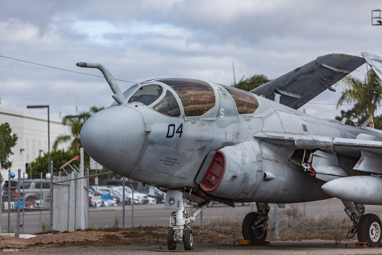 A tengerészgyalogság bázisán van egy remek repülőmúzeum, a Flying Leatherneck Aviation Museum, ahol több mint harminc olyan legendás repülőgép és helikopter van kiállítva, mint például ez a Grumman A-6E Intruder (lajstromjel: 154170).