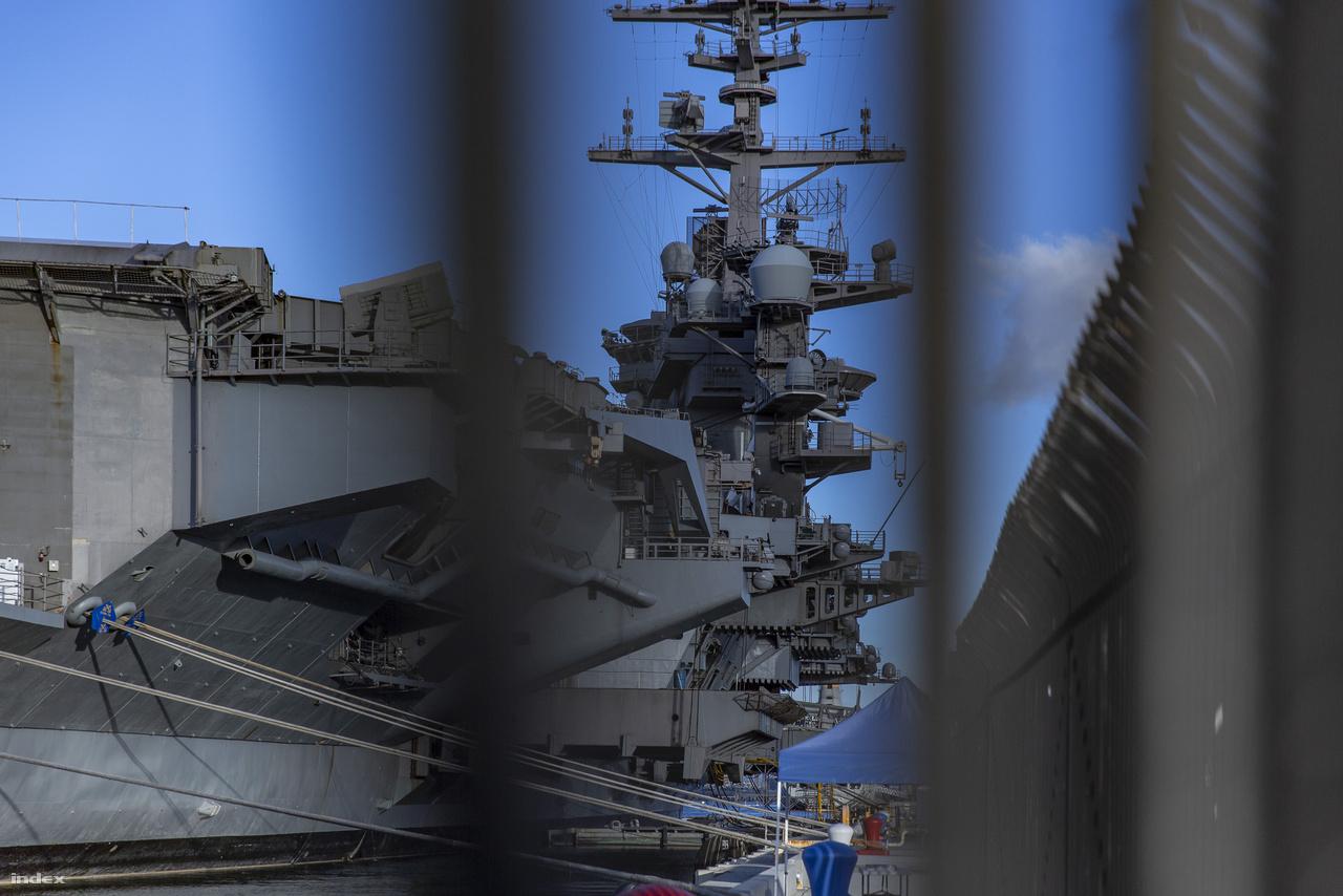 A Nimitz osztályú repülőgép-hordozó a San Diego-i bázisú egyes számú repülőgép-hordozó csapásmérő egység, a Carrier Strike Group One (CSG-1, CARSTRKGRU 1) zászlóshajója.