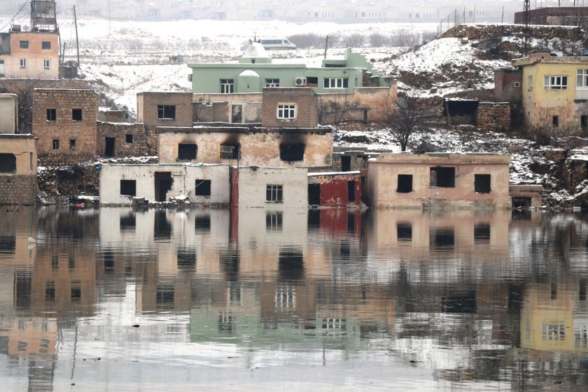 Felkavaró látvány, víz alá került a világ egyik legősibb városa: ilyen most Hasankeyf