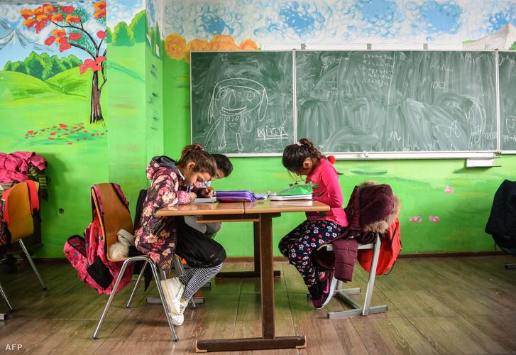 Iskolások Boldești-Scăeni városában, 2018-ban.