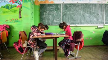 Szlovákiában és Romániában is bezárnak iskolákat