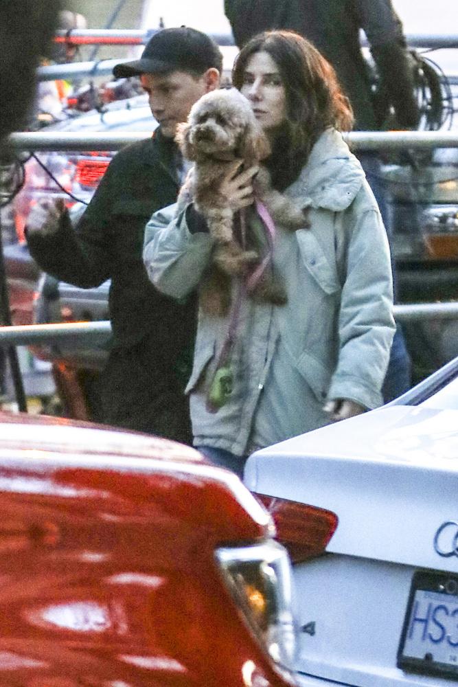 A fáradhatatlan paparazzók ezúttal Sandra Bullockot célozták be, hogy megtudhassuk képeikből, a színésznő új filmen dolgozik