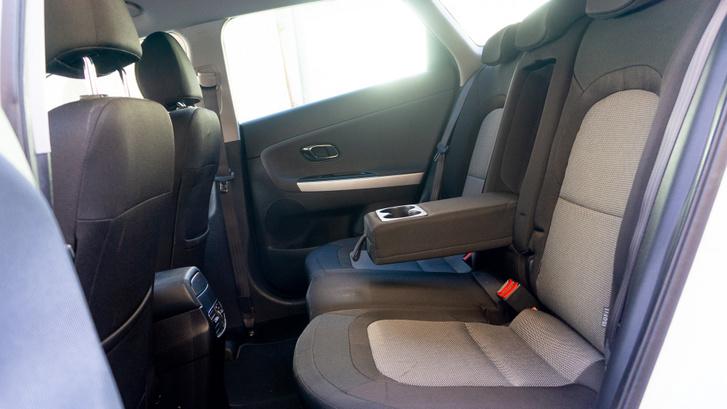A Cee'd kombi kényelmes hátul is, nem trükköztek az ülőlapok dőlésszögével és hosszával
