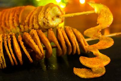 Ropogós csavart krumpli sütőben sütve – A parmezántól még finomabb lesz
