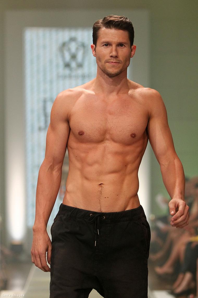 Néhány modellt lehet megnézni ebben a képösszeállításban professzionálisra kisportolt testtel. Ő például David Jones divatbemutatóján szerepelt 2012 augusztusában Sydney-ben.