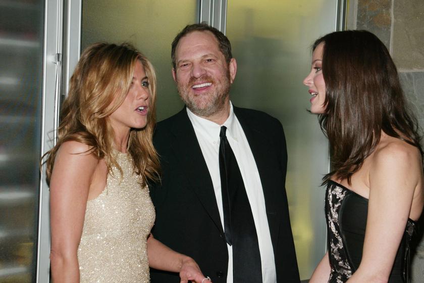 Ez a fotó 2005-ben készült Jennifer Anistonról és Harvey Weinsteinről.