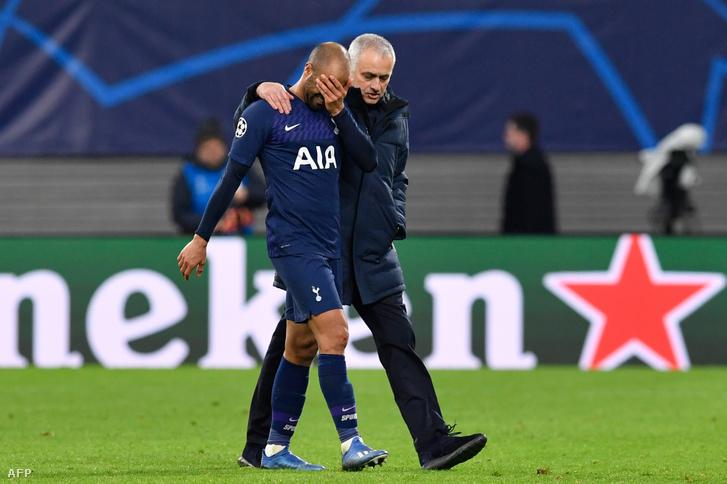José Mourinho vigasztalja a kiesés után Lucas Mourát