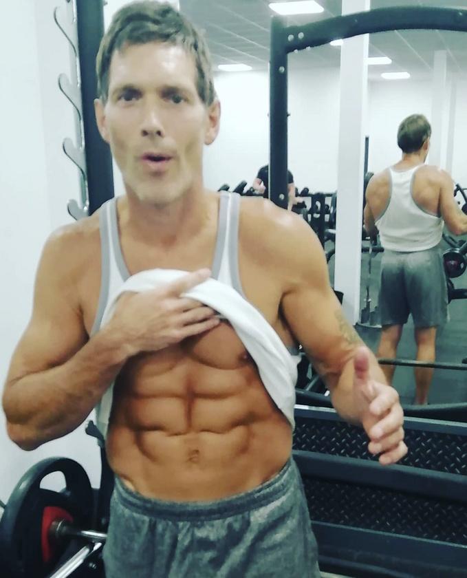 Mentségére legyen mondva, hogy az angol Andy Wilkinson személyi edzőként dolgozik, így a rendszeres edzés munkaköri kötelessége