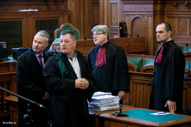 Nováki Miklós ügyész a vád képviselőivel a Fővárosi Törvényszéken