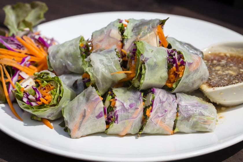 Vietnámi tavaszi tekercs sok-sok zöldséggel: otthon is egyszerűen elkészítheted
