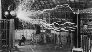 Porig égett a Tesla-főhadiszállás: csillagászati összegű a kár