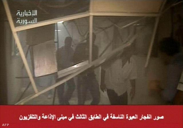 Káosz és leszakadt mennyezet a szíriai állami televízió épületének harmadik emeletén