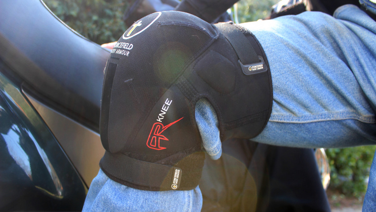 Ha térdvédő jön be, nem a motoros nadrág