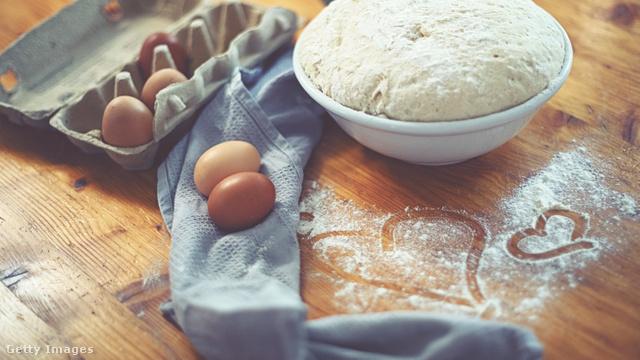 A burgonyás, gluténmentes kenyér tésztája élesztős, de elkészítése egyszerű és gyors, nem igényel nagy konyhai rutint.