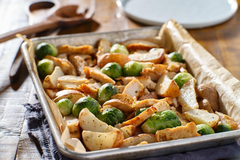 Egyedényes zöldséges sült csirke: kelbimbóval és krumplival isteni