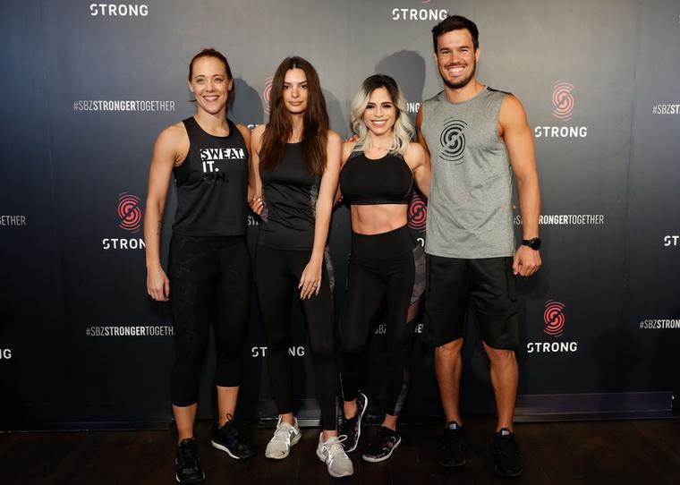 Vörös szőnyegre állt a Strong by Zumba csapata - illetve két edző, az est vezetője, és egy általunk igencsak jól ismert modell.
