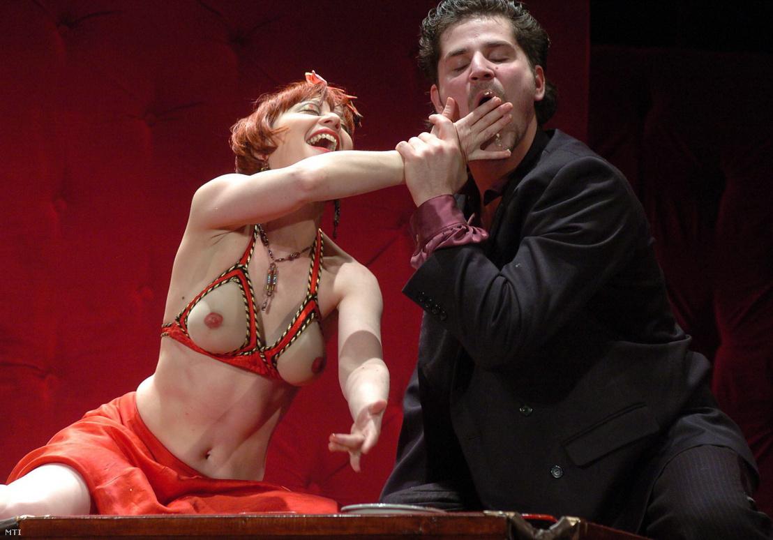 Eszenyi Enikő Lulu és Telekes Péter Alwa Schöning szerepében Frank Wedekind: Lulu című darabjában 2008-ban