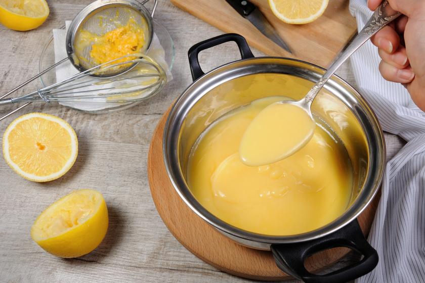 A citromlé az egyik legalapvetőbb ízesítő, ám nem mindegy, frissen facsarva vagy citrompótlóként kerül a salátára. Míg 100 ml citrom leve 22 kalóriát, addig a bolti változat 118 kcal-t is tartalmazhat.