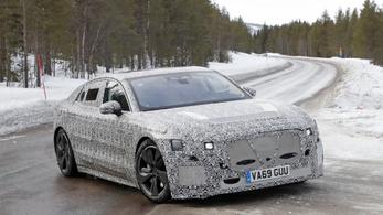 Kémfotókon az új Jaguar XJ