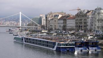Tetszhalálba süllyed a magyar turizmus, leállnak a szállodahajók