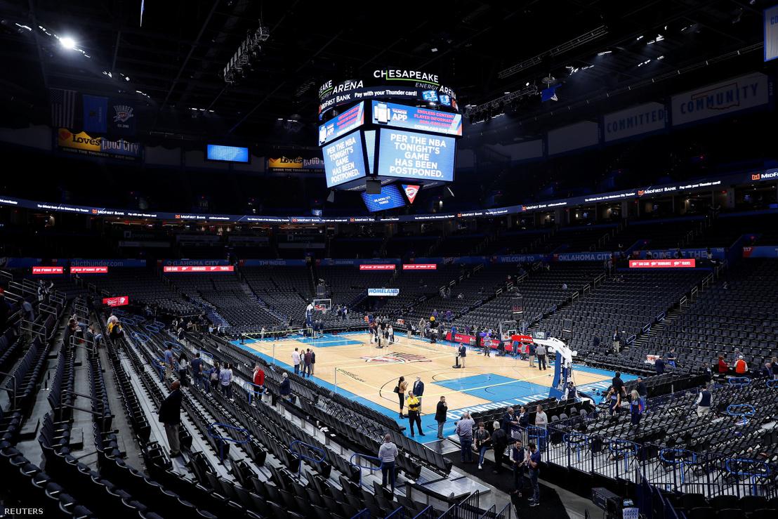 Üres pálya és lelátók a lefújt Oklahoma City Thunder - Utah Jazz meccs után 2020 március 11-én